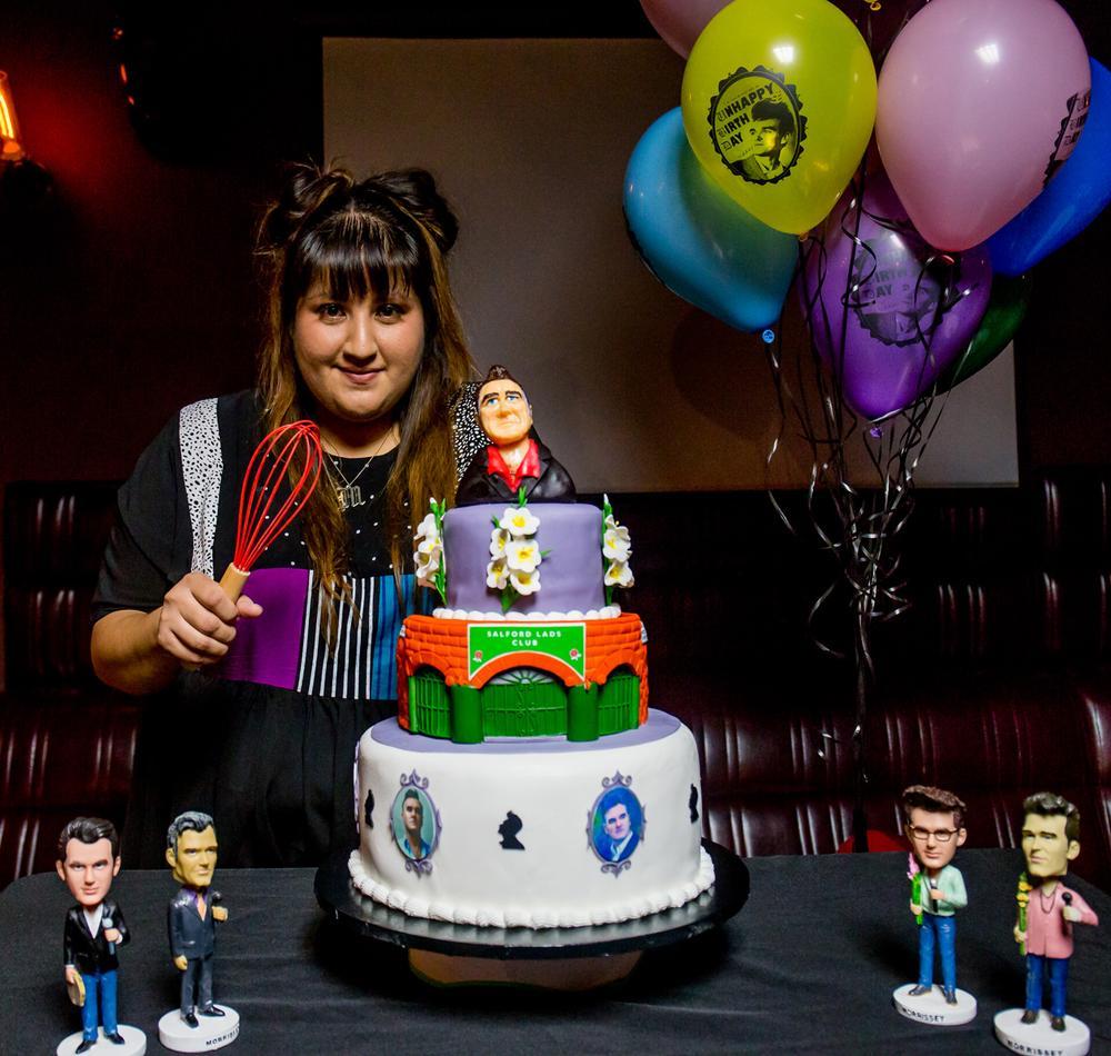 38722_Vivian_and_her_cake.jpg