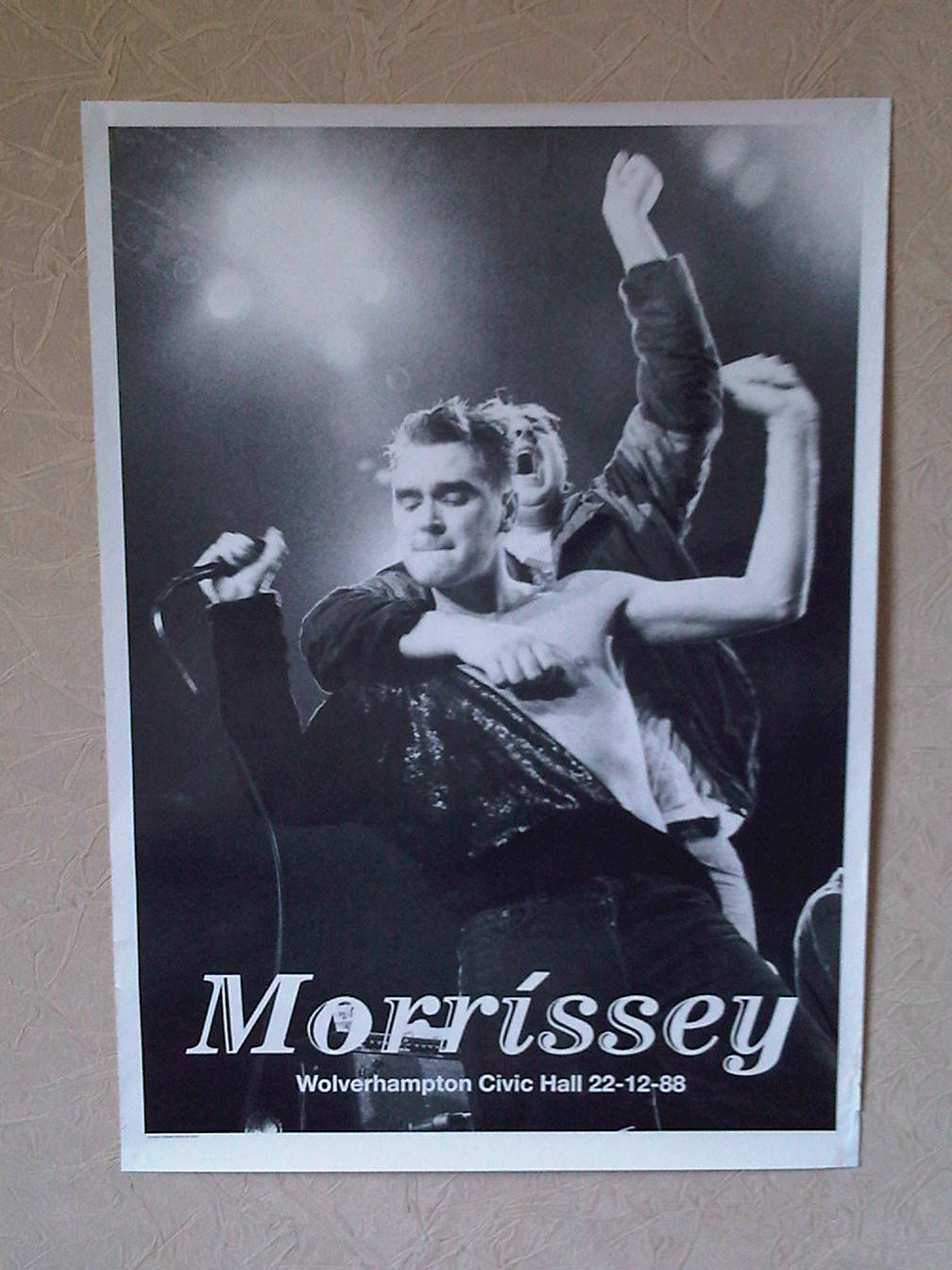 http://c.morrissey-solo.com/gallery/files/1/9/3/5/4/048.jpg